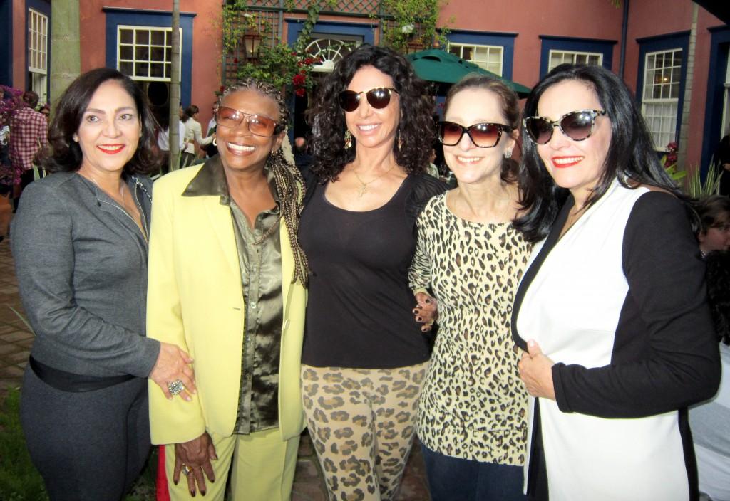Foto 1 - Jacyra Rodriguez, as atrizes Zezé Motta e Cláudia Alencar, a bailarina Ana Botafogo e Liliana Rodriguez