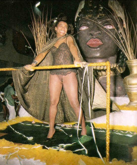 Zezé Motta homenageada pela Arrastão de Cascadura em 1989