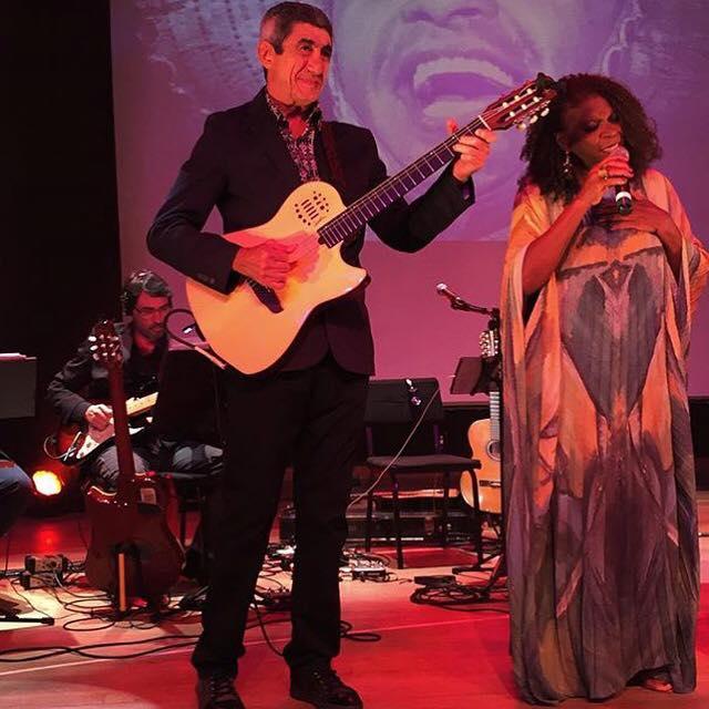 Fagner e Zezé Motta no palco do BNDES