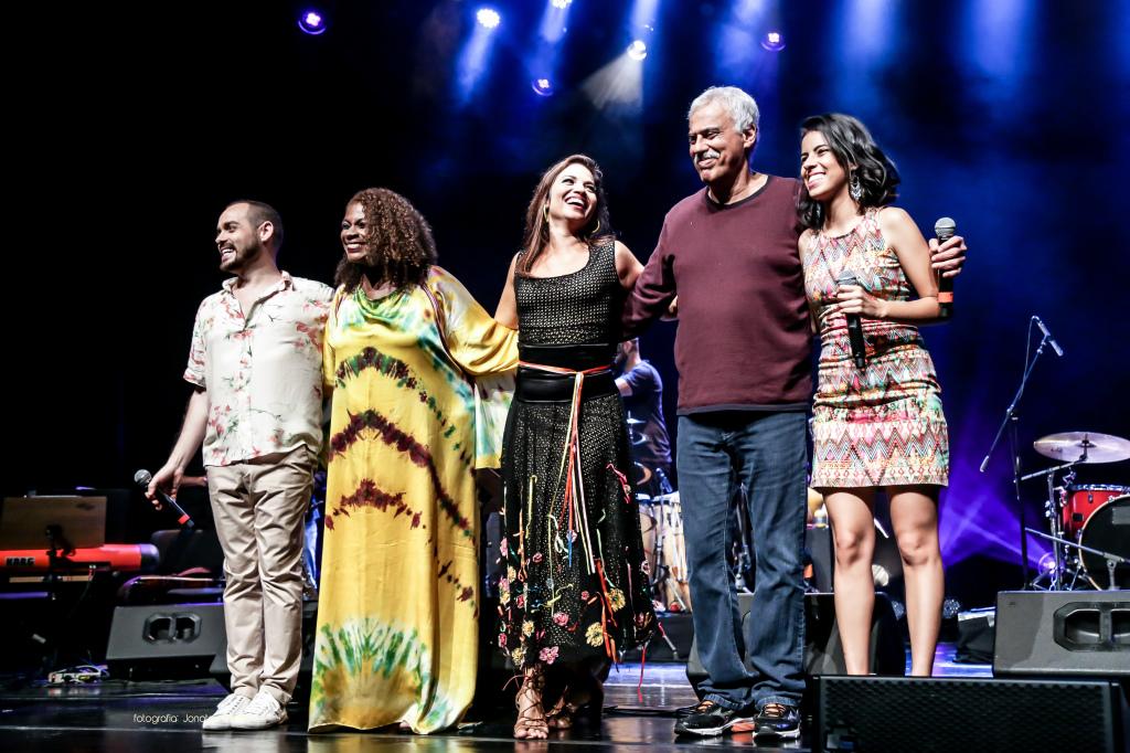 Danilo Caymmi e Zezé Motta, ao lado de Flávia Bittencourt, Andrezza Santos e Paulo Neto, destaques da nova geração da MPB