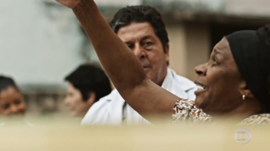 Zezé Motta, em Sob Pressão, na Globo