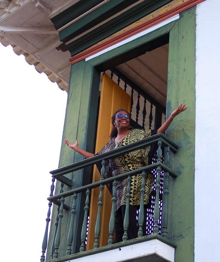 Zezé Motta na casa de Xica da Silva, em Diamantina | Foto: Pedro Mirana