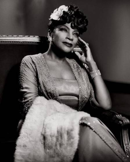 A diva Zezé Motta revive a cantora americana Billie Holiday Foto: Jairo Goldflus