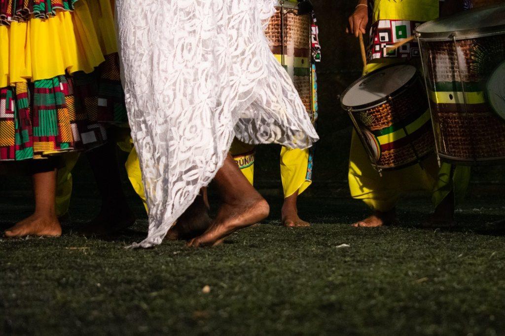 Zezé Motta no clipe Batuque de Angola - Foto Bernardo Dutra