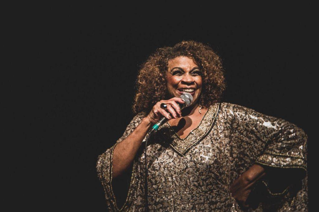 Zezé Motta em show no Céu São Matheus, em São Paulo | Foto:  @gtrdaniel